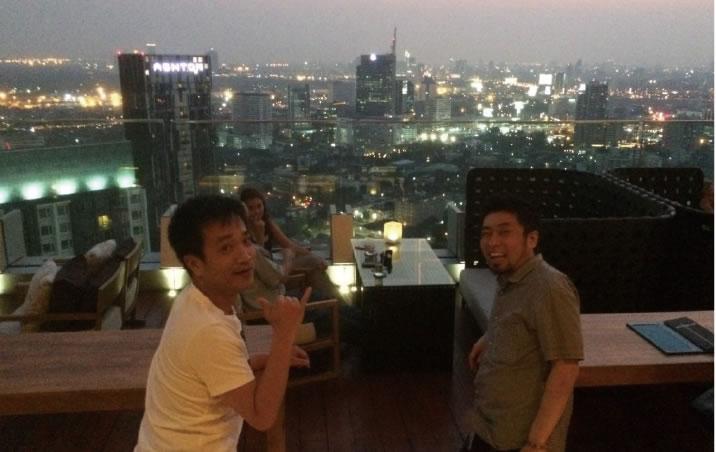 夜はバンコクの夜景を眺めながらおしゃれなバーで一杯。